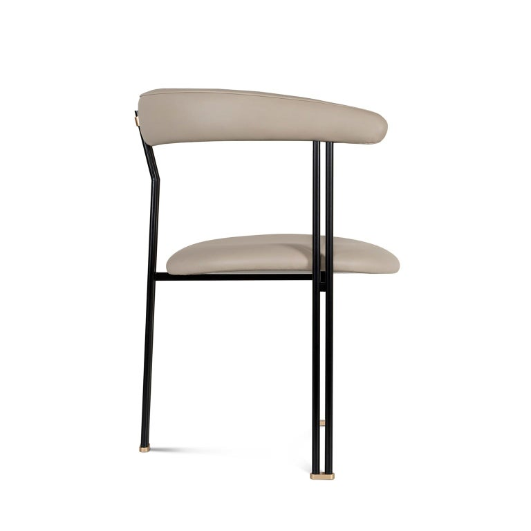 Modern Maia Chair with Armrests Black Lacquered Metal Premium Italian Beige Leather For Sale