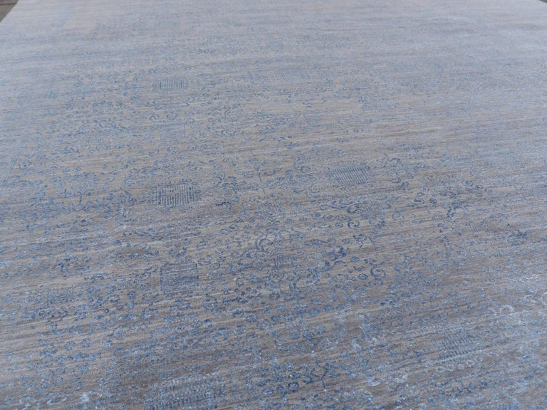 21st Century Modern Luxury Rug Wool Bamboo Silk Hand Knotted Blue Grey For Sale 4