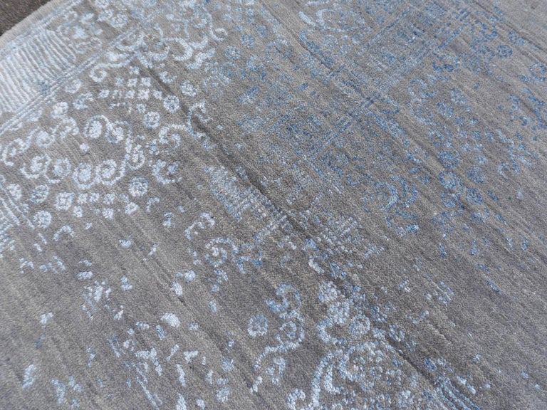 21st Century Modern Luxury Rug Wool Bamboo Silk Hand Knotted Blue Grey For Sale 5