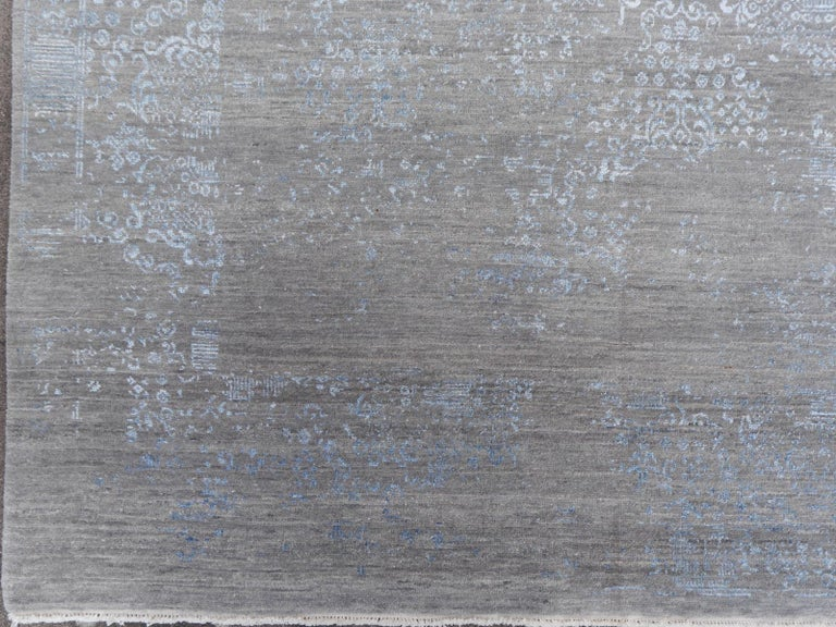 21st Century Modern Luxury Rug Wool Bamboo Silk Hand Knotted Blue Grey For Sale 7