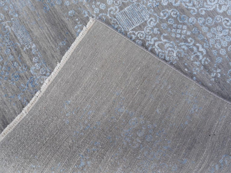 21st Century Modern Luxury Rug Wool Bamboo Silk Hand Knotted Blue Grey For Sale 13
