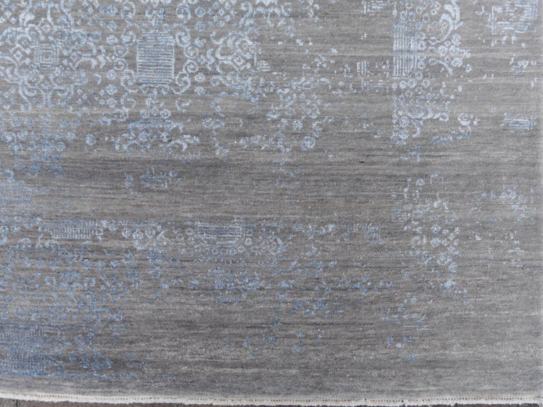 Contemporary 21st Century Modern Luxury Rug Wool Bamboo Silk Hand Knotted Blue Grey For Sale