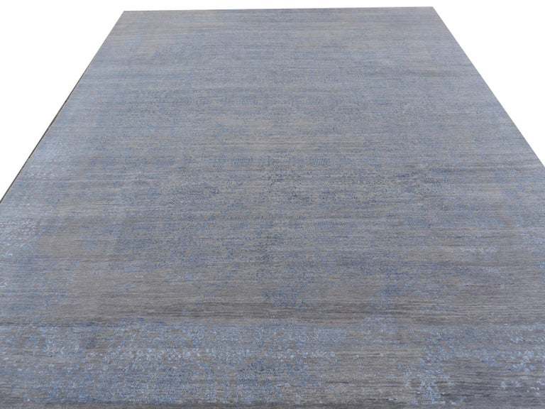 21st Century Modern Luxury Rug Wool Bamboo Silk Hand Knotted Blue Grey For Sale 2