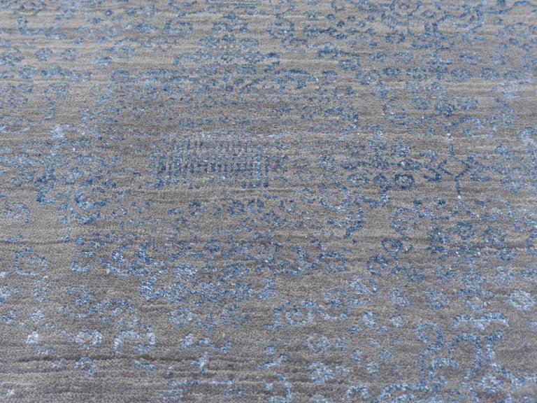 21st Century Modern Luxury Rug Wool Bamboo Silk Hand Knotted Blue Grey For Sale 3