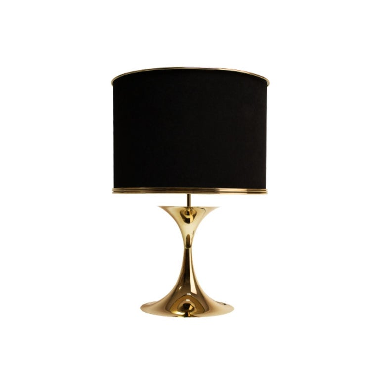 Montreal is quite known for the largest jazz festival in the world, International Jazz Festival. The Montreal table lamp is a contemporary lighting piece which honours the artistic output of the city's jazz history, capturing innovation and