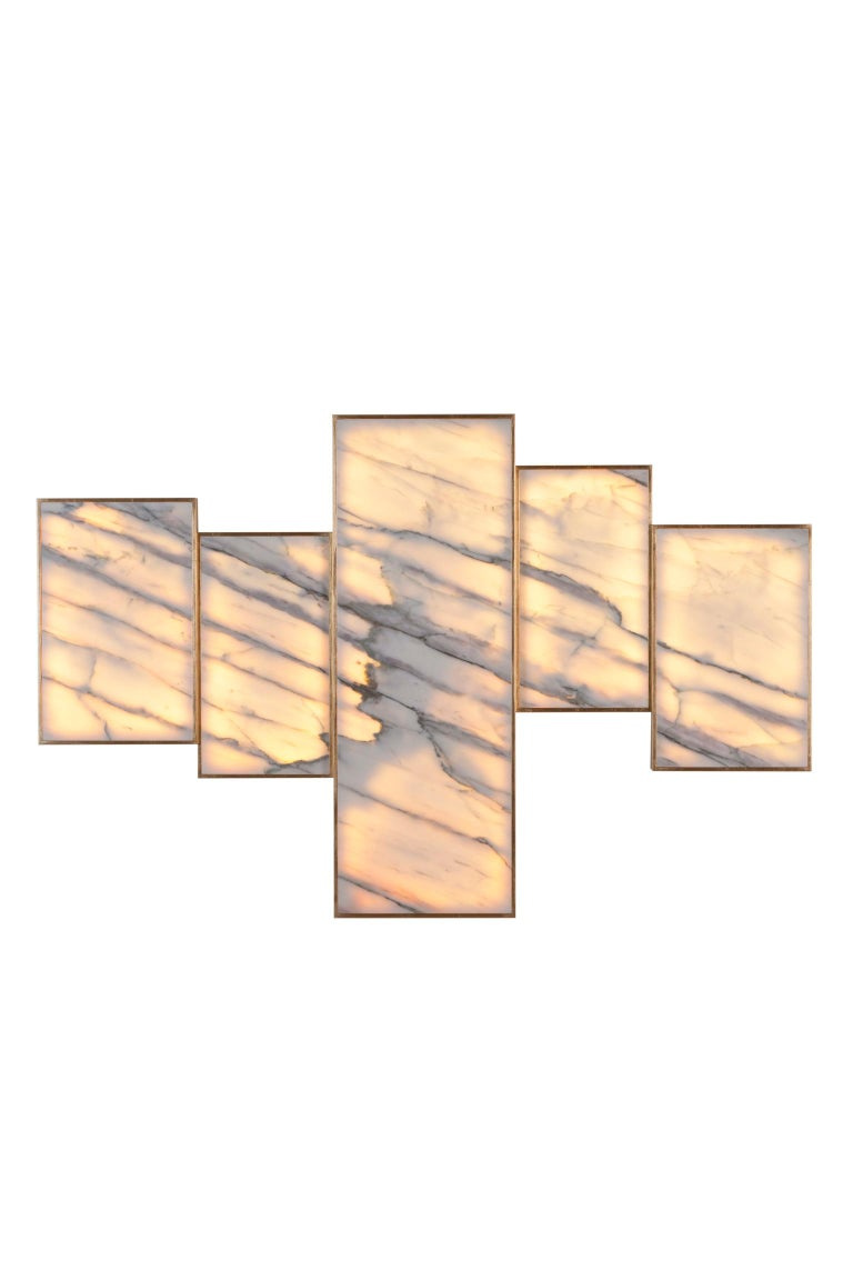 Five contiguous decorative wall panels, asymmetrically aligned, in polished Calacatta Lake Sunrise marble, inlaid in wooden frame border with gold leaf gilding, high-gloss finish. With LED light backlit.