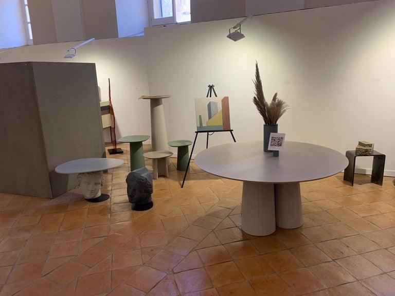 21st Century Studio Irvine Concrete Circular Dining Table Silver Cement Handmade In New Condition For Sale In Rome, Lazio