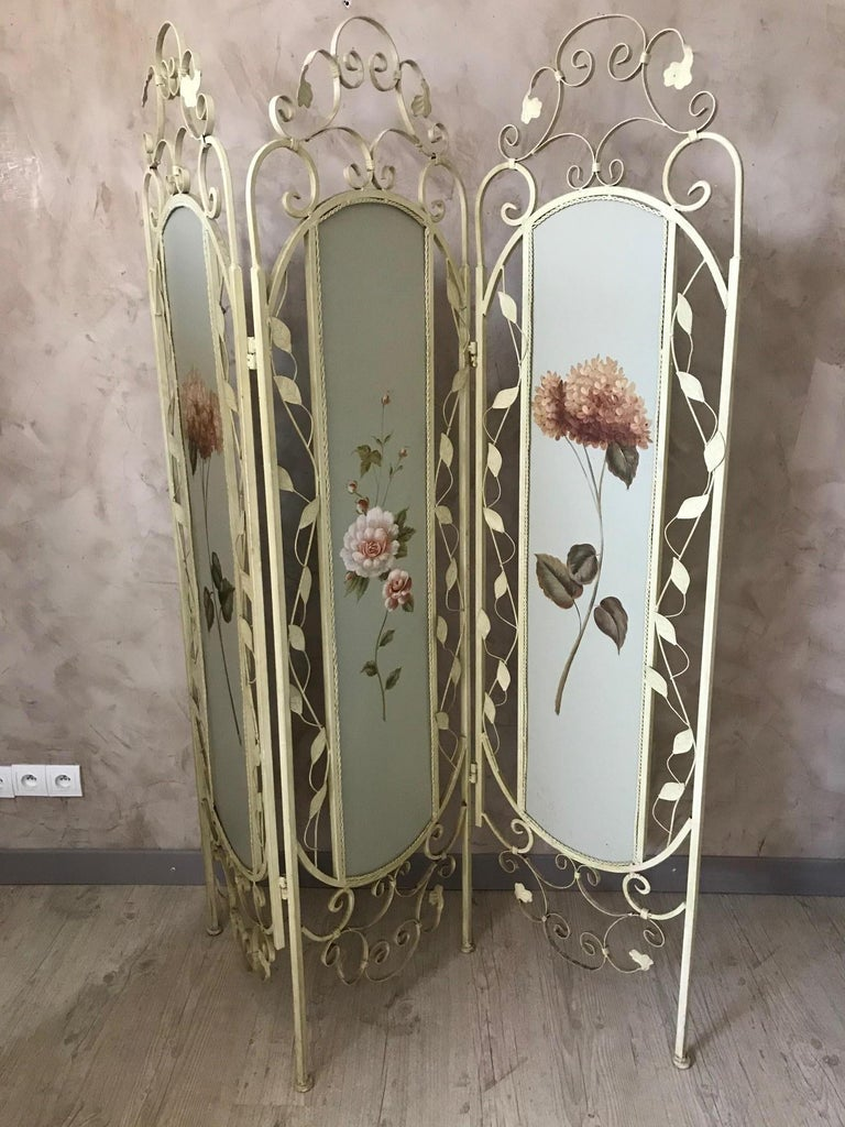 Very nice 21st century French metal painting screen from the 2000s. Beautiful flowers painting on each panel.  Nice metal work. Good condition and quality.