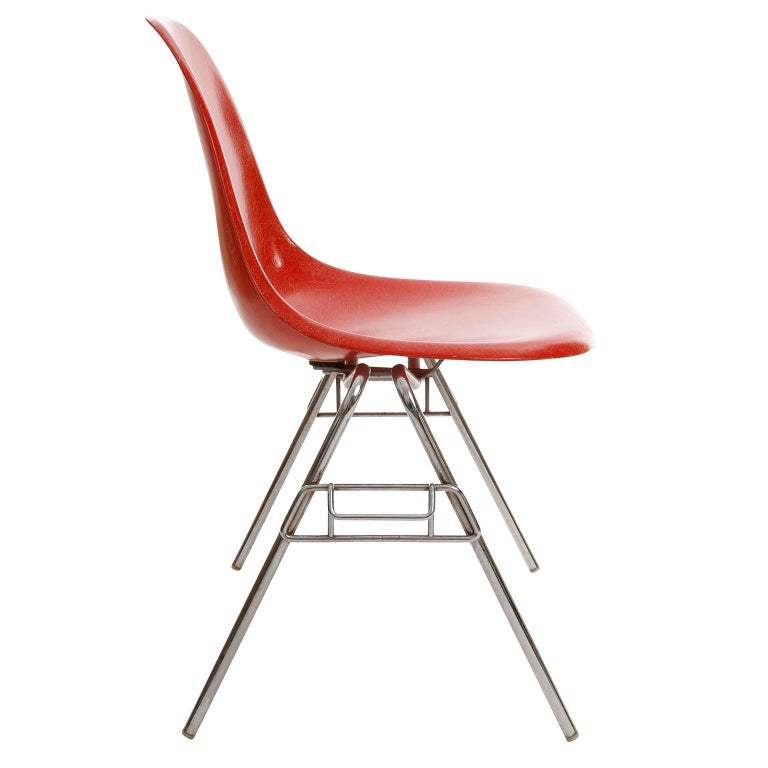 22 DSS Stacking Chairs, Charles & Ray Eames, Herman Miller, Red Fiberglass, 1974 In Good Condition For Sale In Vienna, AT