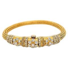 22 Karat Diamond Flower Bracelet Yellow Gold 2.09 Carat