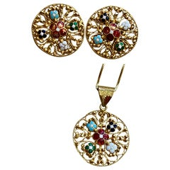 22 Karat Gold Enamel Yellow Gold Circle Stud Earring and Pendant Set with Chain