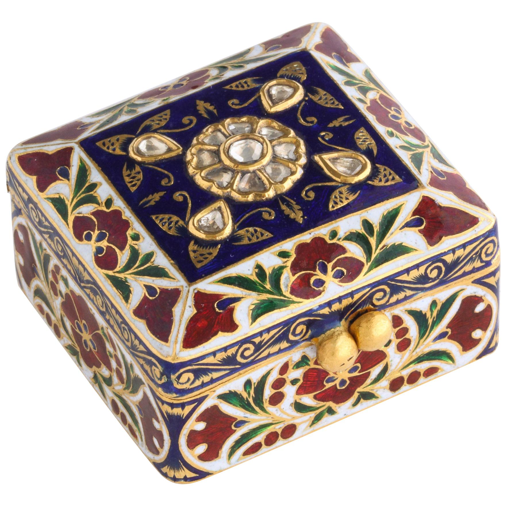 Gold Snuff Boxes and Tobacco Boxes - 74 For Sale at 1stdibs