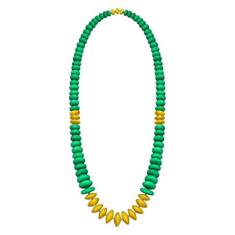 22 Karat Yellow Gold and Green Chrysoprase Sautoir Necklace For Sale