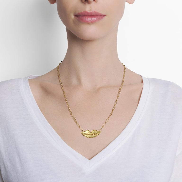 Contemporary 22 Karat Yellow Gold Granulated Smiling Lips Necklace with 22 Karat Link Chain For Sale