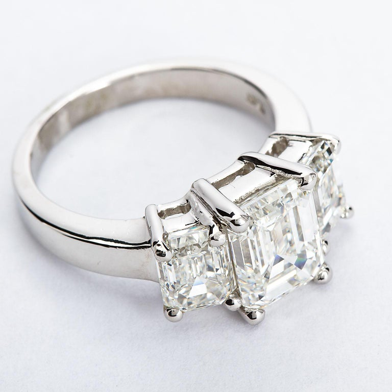 2.20 Carat Centre Three-Stone Emerald Cut Diamond Platinum Ring GIA Certified In New Condition For Sale In New York, NY