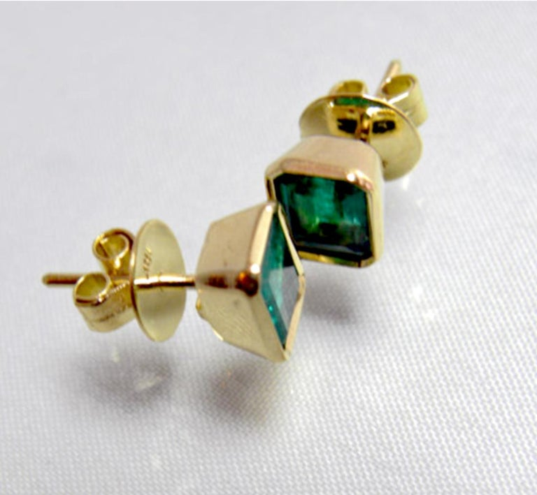 Contemporary 2.20 Carat Natural Colombian Emerald Stud Earrings 18 Karat Gold For Sale