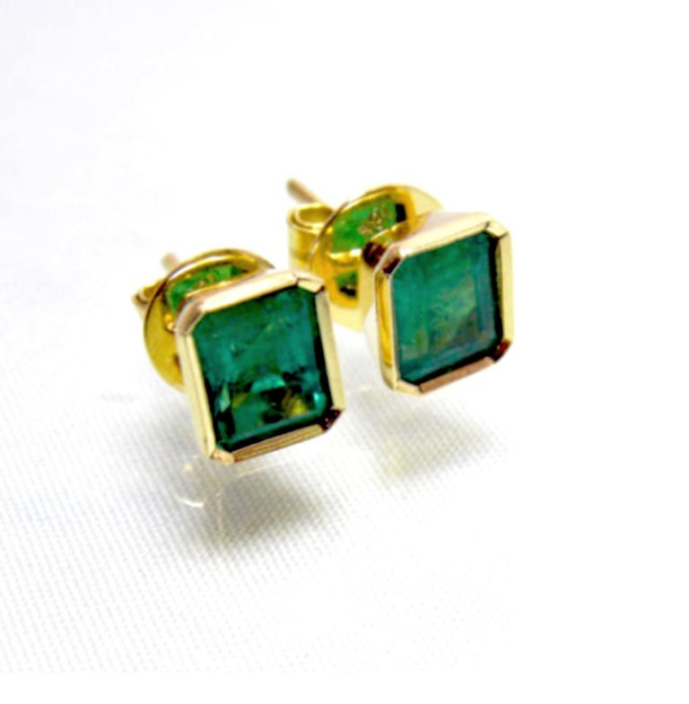 Women's 2.20 Carat Natural Colombian Emerald Stud Earrings 18 Karat Gold For Sale