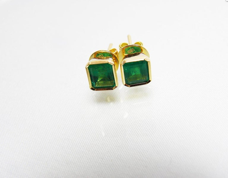 2.20 Carat Natural Colombian Emerald Stud Earrings 18 Karat Gold For Sale 1