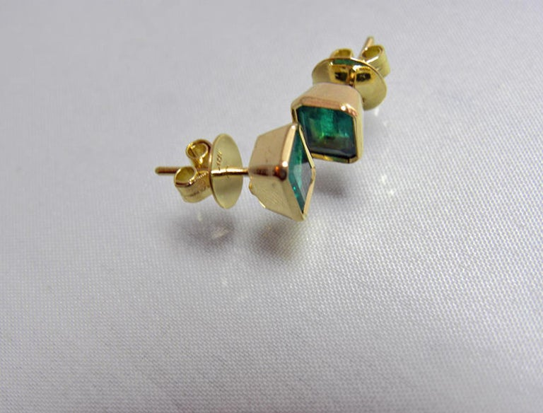 2.20 Carat Natural Colombian Emerald Stud Earrings 18 Karat Gold For Sale 2
