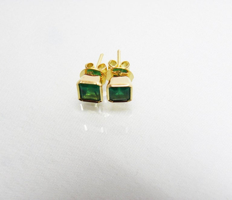 2.20 Carat Natural Colombian Emerald Stud Earrings 18 Karat Gold For Sale 3