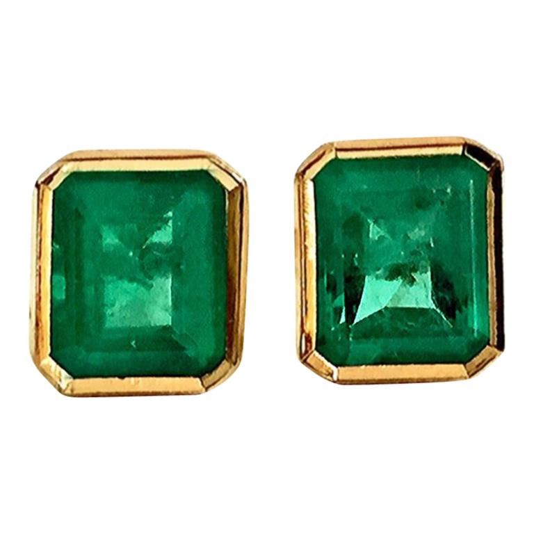 2.20 Carat Natural Colombian Emerald Stud Earrings 18 Karat Gold For Sale