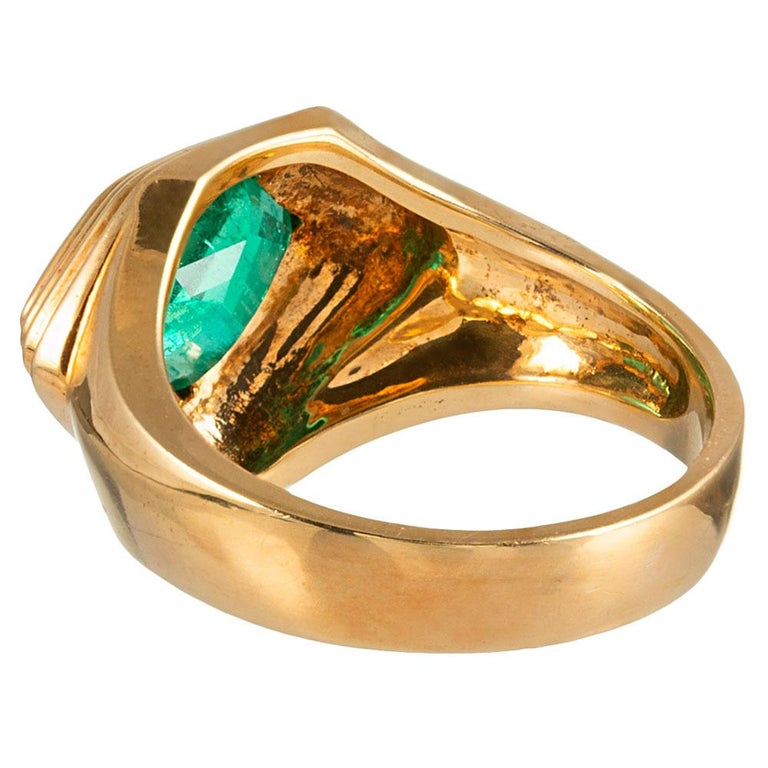 2.20 Carat Pentagon Emerald Gold Ring In Good Condition For Sale In Carmel-by-the-Sea, CA