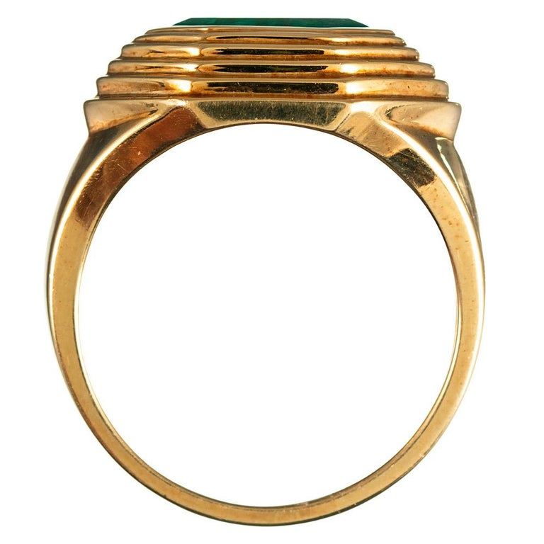 Women's or Men's 2.20 Carat Pentagon Emerald Gold Ring For Sale