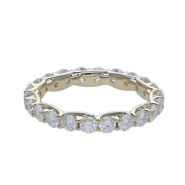 2.20 Carat Round Diamond Eternity Ring 14 Karat Yellow Gold Diamond Band Ring In New Condition For Sale In Herzliya, IL