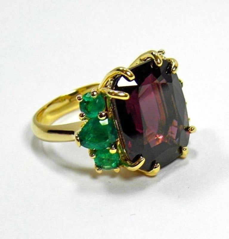 22.03 Carat Certified Fine Spinel Colombian Emerald Ring 18K In New Condition For Sale In Brunswick, ME