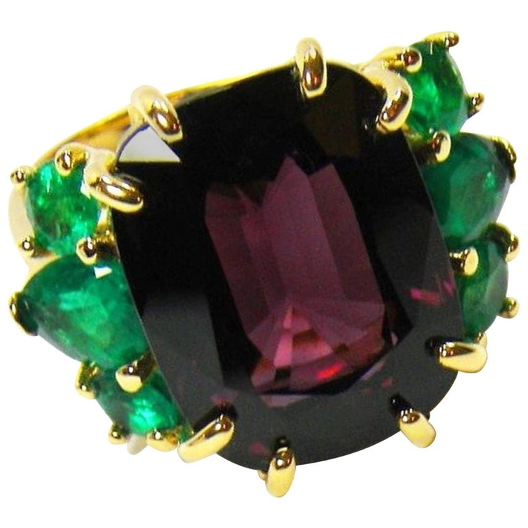 22.03 Carat Certified Fine Spinel Colombian Emerald Ring 18K For Sale