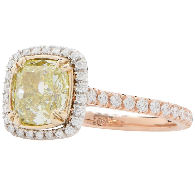 2.22 Carat Light Yellow Cushion Cut Diamond Engagement Ring In Good Condition For Sale In Coral Gables, FL