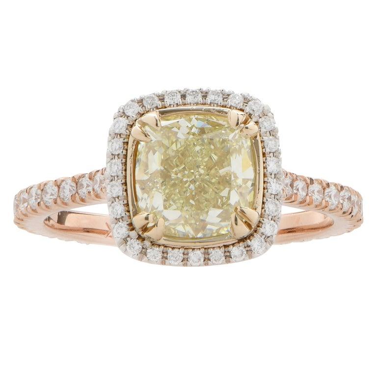 Women's or Men's 2.22 Carat Light Yellow Cushion Cut Diamond Engagement Ring For Sale