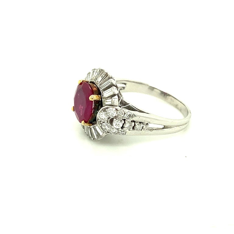 2.23 Carat Gubelin Certified Unheated Burmese Ruby and White Diamond Gold Ring In New Condition For Sale In Admiralty, HK