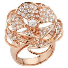 2.24 Carat Flower Shaped Diamond Ring in 18 Karat Pink Gold