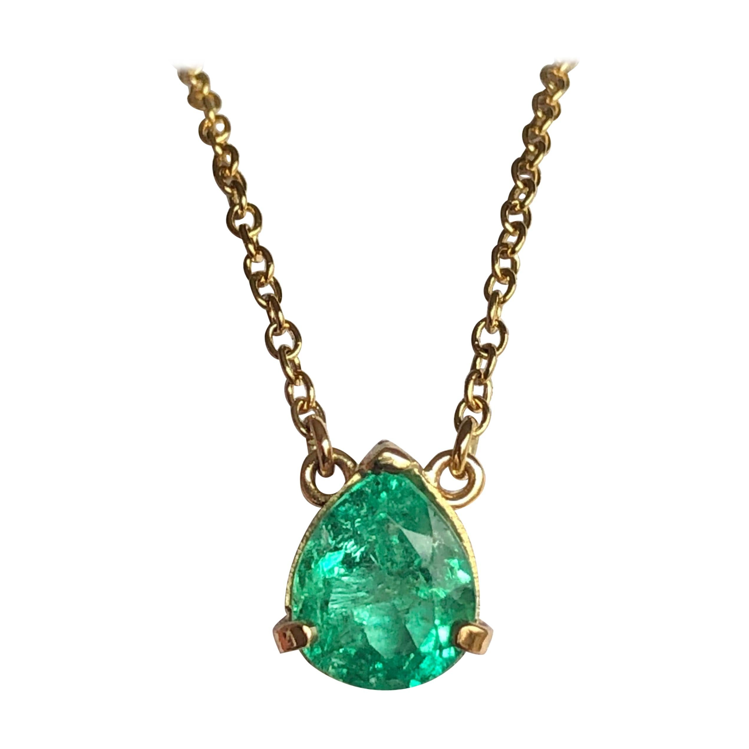 2.25 Carat Colombian Emerald Solitaire Pendant Necklace Yellow Gold 18k