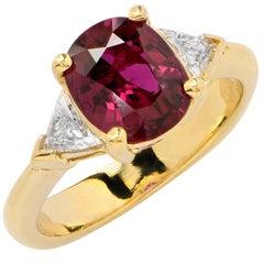 2.25 Carat Ruby and Diamond Ring 18 Karat Yellow Gold
