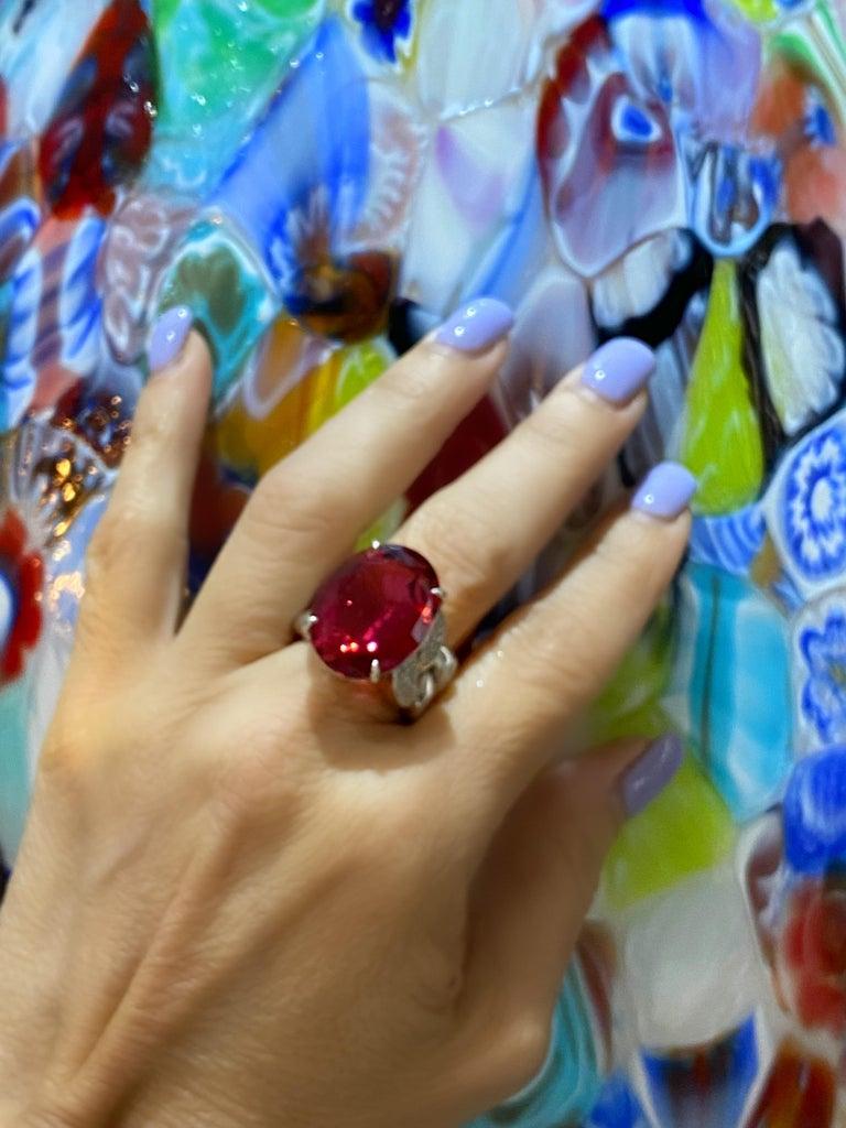 Women's or Men's 22.69 Carat Rubellite & Diamond Cuban Link 18k Gold Ring For Sale
