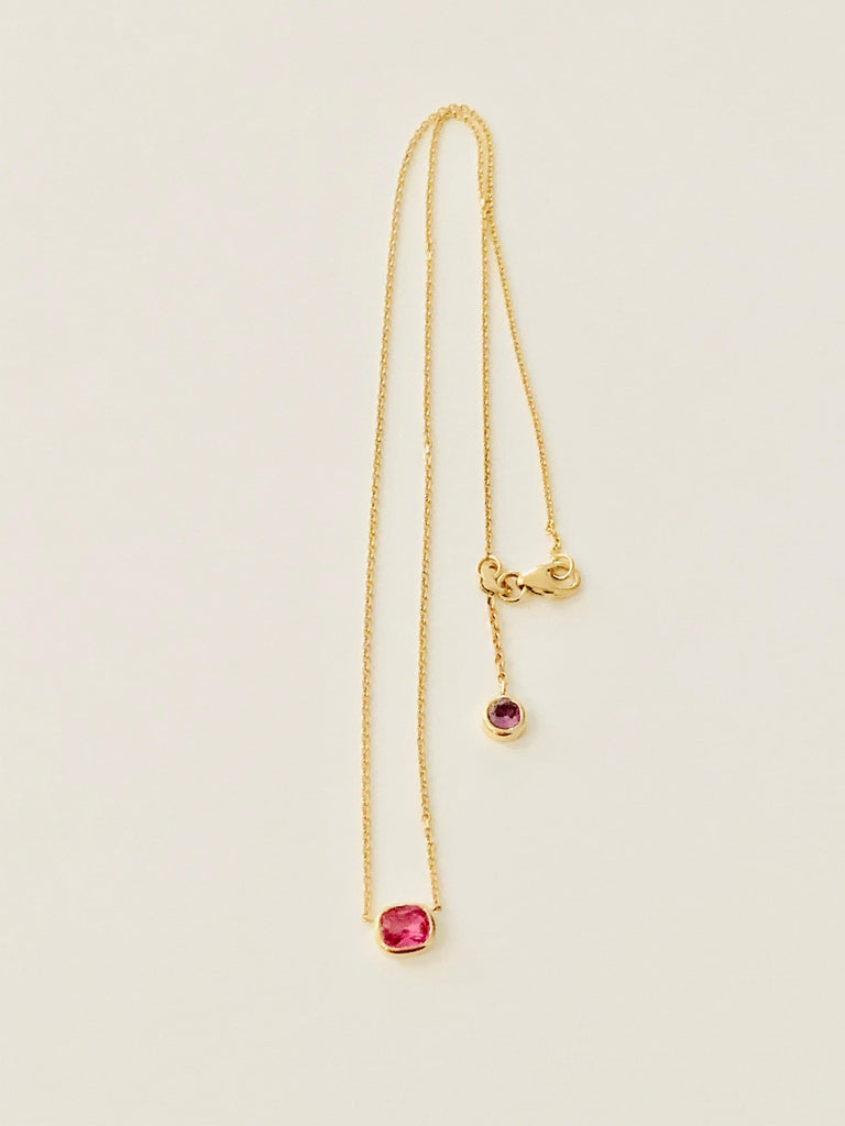 2.27 Carat Cushion Cut Pink Sapphire Necklace in 18 Carat Rose Gold For Sale 1