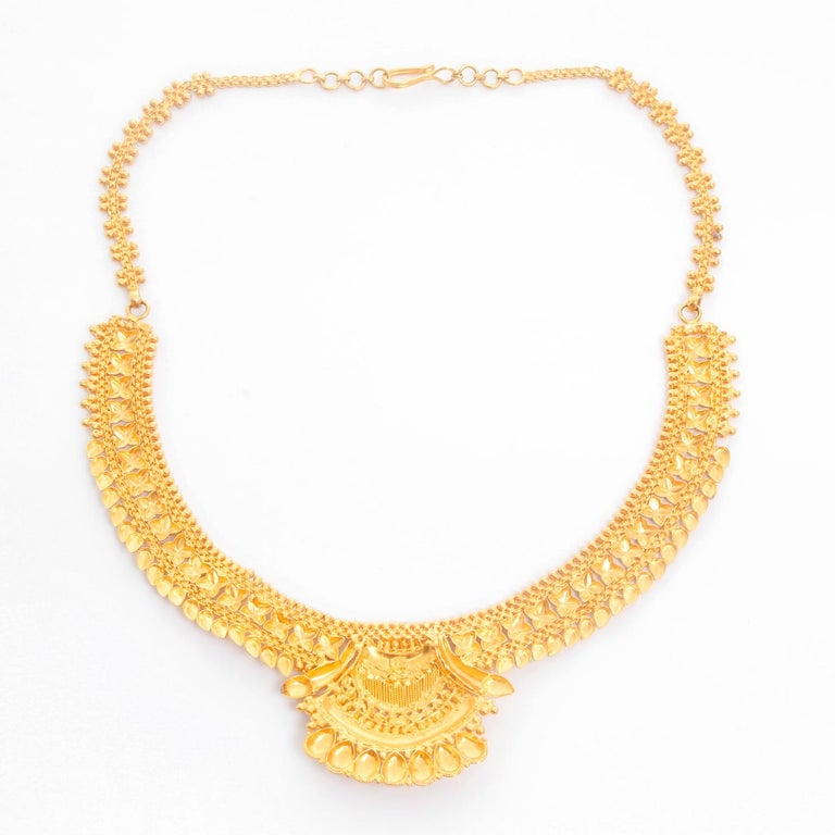 22 Karat Yellow Gold Indian Design Necklace In Excellent Condition For Sale In Dallas, TX