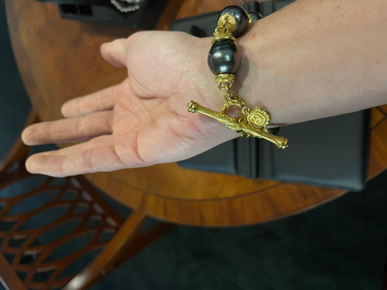 22 Karat Gold and Tahitian Pearl Bracelet by Denise Roberge For Sale 1