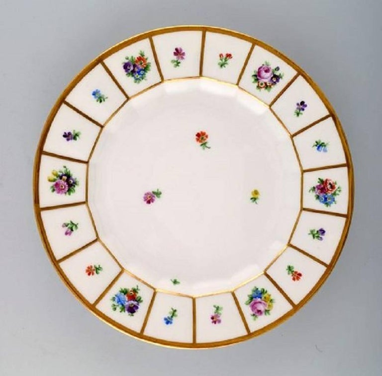 23 Royal Copenhagen Henriette. Hand painted porcelain. Henriette 23 dinner plates no. 444/8549. Measures: Diameter 25 cm. In perfect condition. 1st. factory quality.