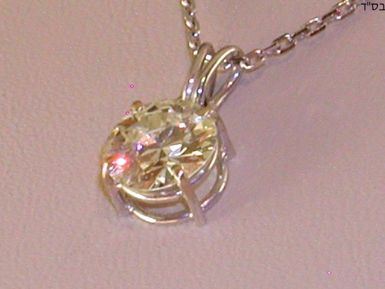 2.32 Carat White Gold Necklace Diamond Solitaire Pendant In New Condition For Sale In Antwerp, BE