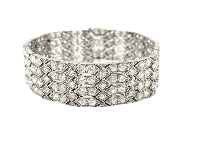 24 Carat 1920 Antique White Diamond Bracelet in Platinum In Excellent Condition For Sale In New York, NY