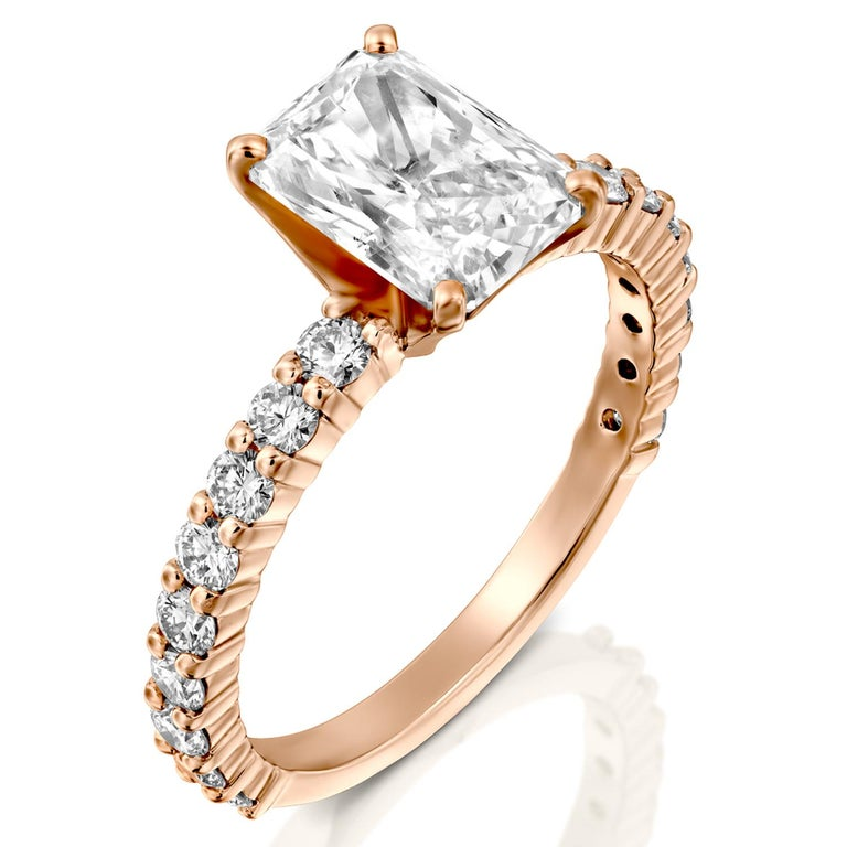 2.4 Carat Radiant Cut Diamond Ring, 18 Karat Rose Gold Classic Engagement Ring In New Condition For Sale In New York, NY
