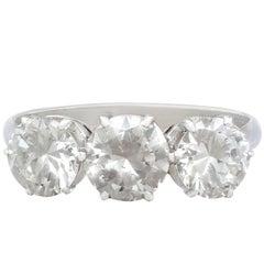 2,44 Karat Diamanten und Platin Trilogie Ring