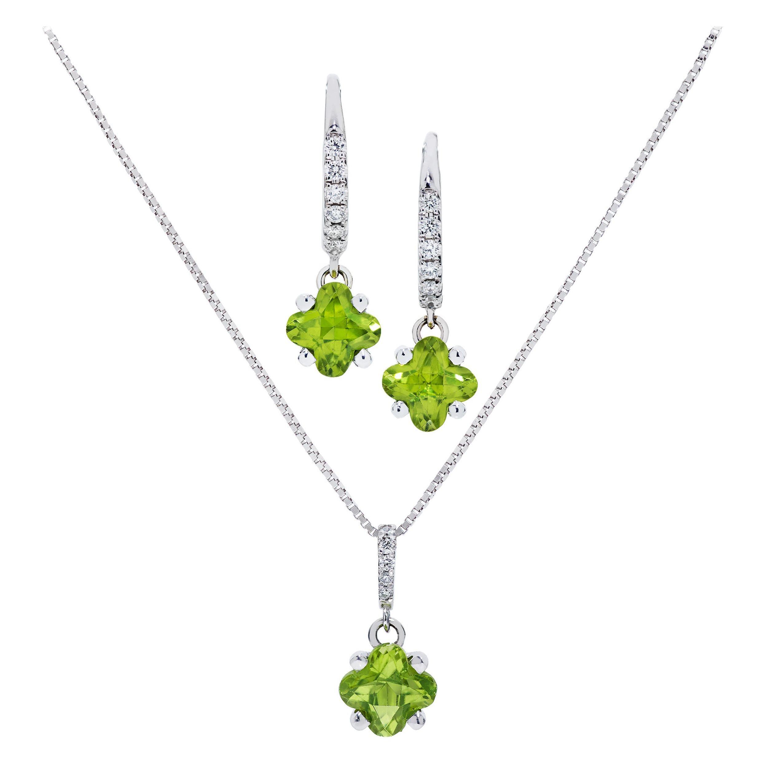 2.46 Carats Clover-Shaped Peridot & Diamond Necklace/Earring Set in 18 Karat WG
