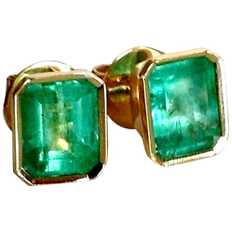 2.47 Carat Natural Colombian Emerald Stud Earrings 18 Karat Yellow Gold For Sale