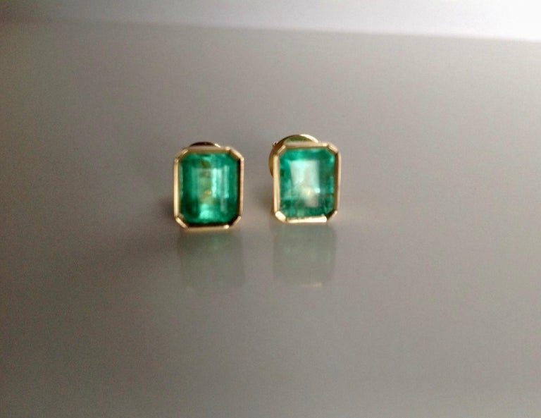 2.47 Carat Natural Colombian Emerald Stud Earrings 18 Karat Yellow Gold For Sale 4