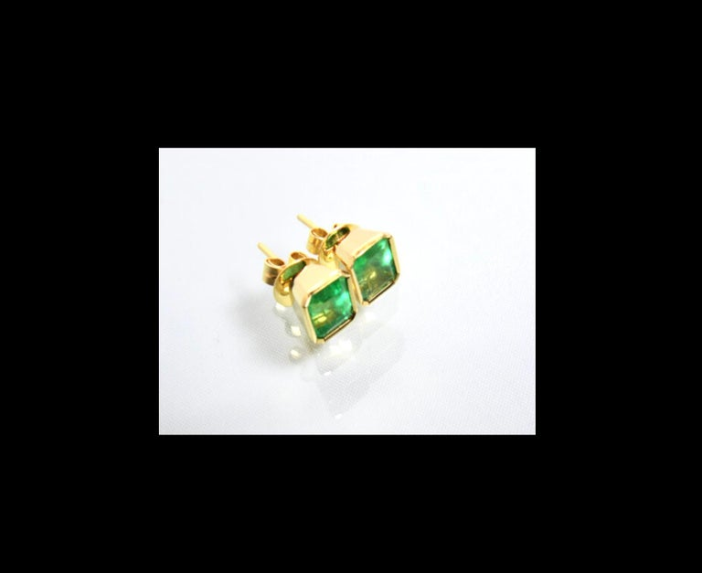 Emerald Cut 2.47 Carat Natural Colombian Emerald Stud Earrings 18 Karat Yellow Gold For Sale
