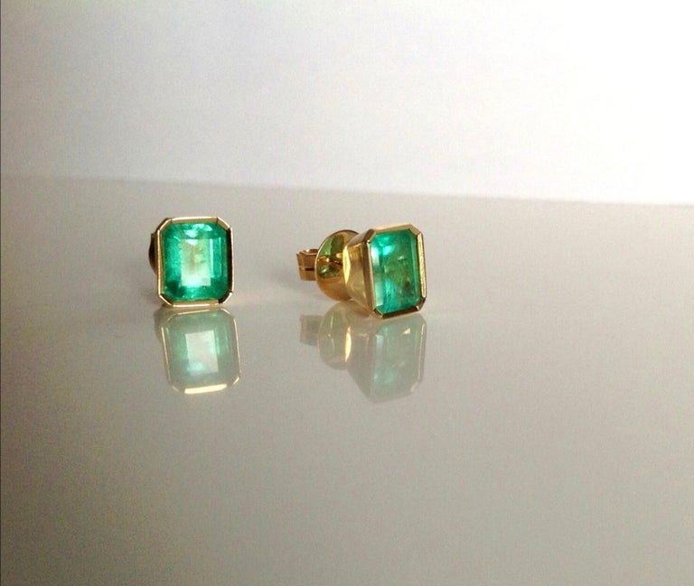 2.47 Carat Natural Colombian Emerald Stud Earrings 18 Karat Yellow Gold In New Condition For Sale In Brunswick, ME